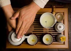 Cách rót trà