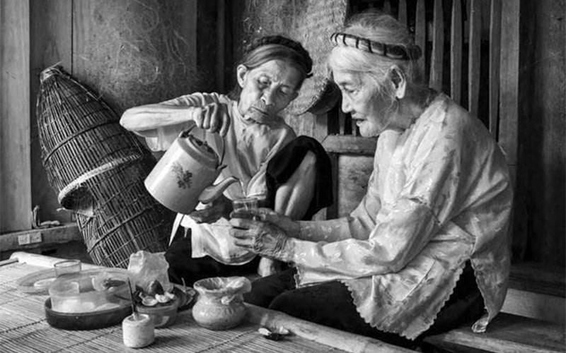 Văn hoá thưởng trà của Việt Nam chịu ảnh hưởng ít nhiều của Trung Hoa, tuy nhiên, nghệ thuật trà đạo Việt Nam vẫn mang một phong cách rất riêng biệt.
